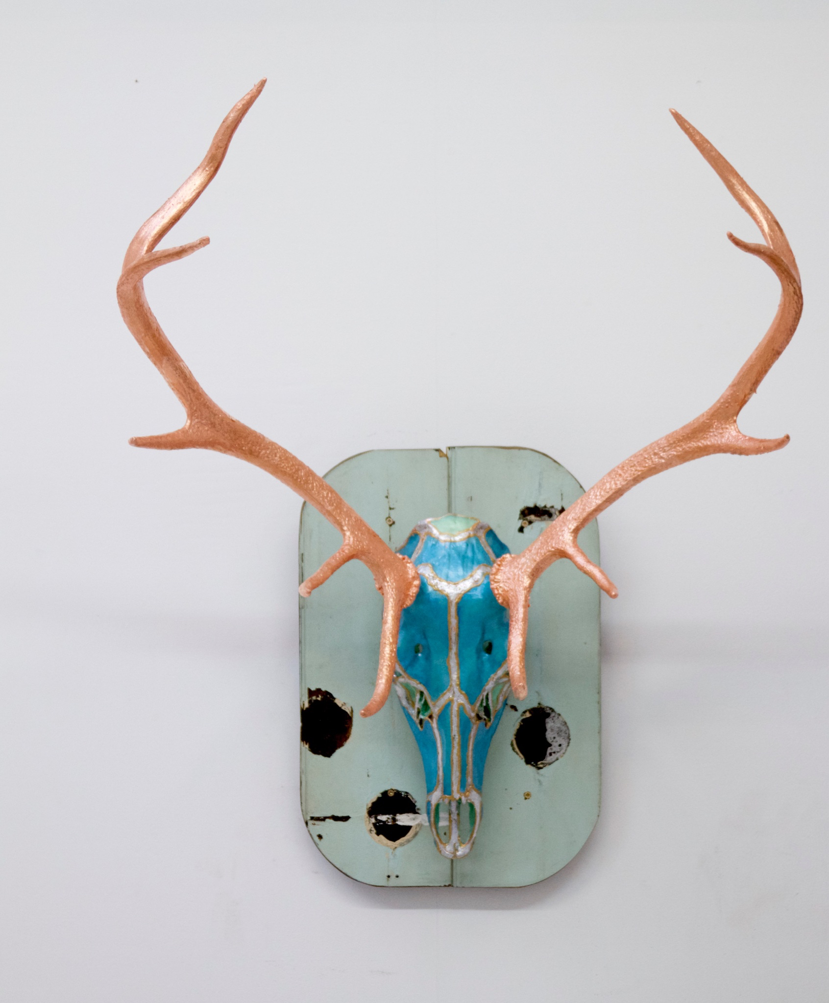 Tracy Lee Griffith Collins, 2017 authentic wildebeest skull and horns, acrylic and resin 96 x 69 cm 37 3_4 x 27 1_8 in