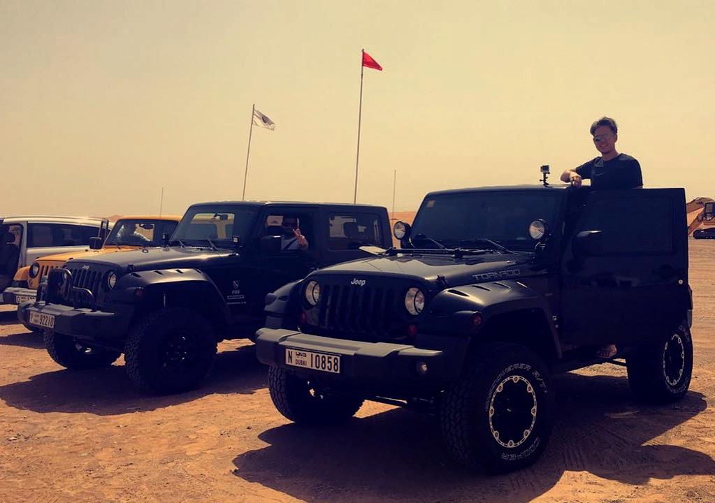 safari dunes jeep dubai qatar uae alberti ik. Black Bedroom Furniture Sets. Home Design Ideas